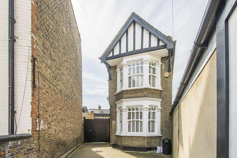 3 Bedrooms Link Detached House for sale in Atheldene Road, London SW18