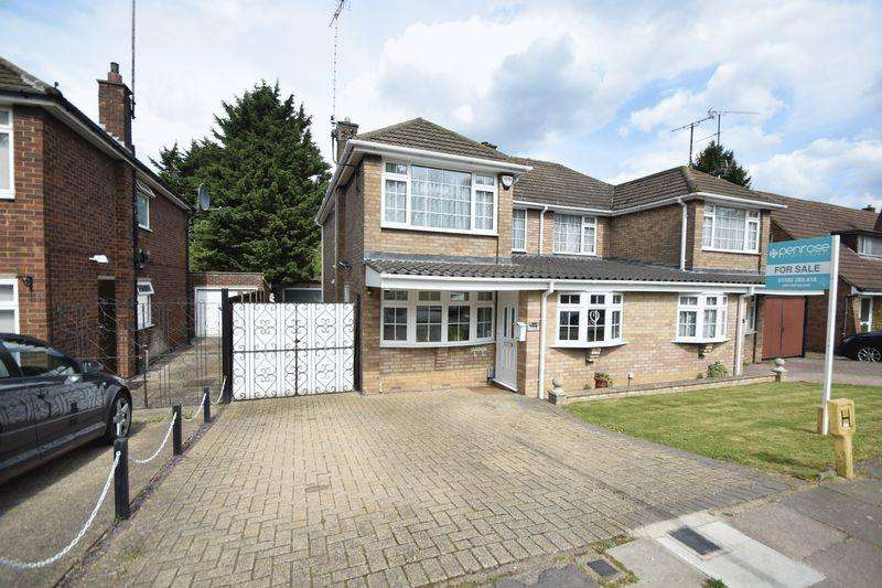 3 Bedrooms Semi Detached House for sale in Runley Road, Luton
