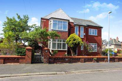 4 Bedrooms Detached House for sale in Chatsworth Road, Lytham St Anne's, Lancashire, England, FY8