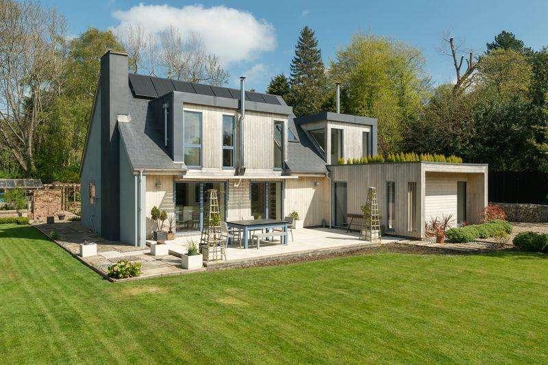 5 Bedrooms Detached House for sale in Meadowfield Road, Stocksfield