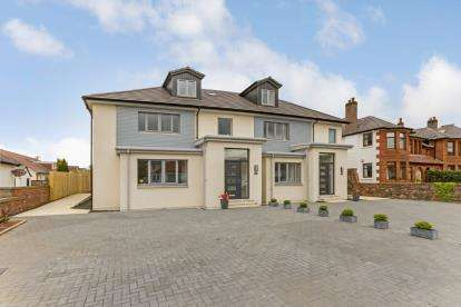 4 Bedrooms Semi Detached House for sale in Beachway, Largs