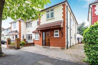 4 Bedrooms Semi Detached House for sale in Elm Park, Essex, Havering