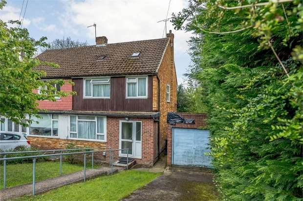 3 Bedrooms Semi Detached House for sale in Deeds Grove, High Wycombe, Buckinghamshire