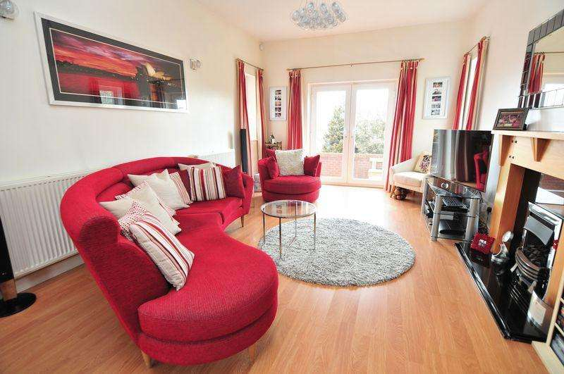 3 Bedrooms Detached House for sale in Broadfield Road, Knowle, Bristol, BS4
