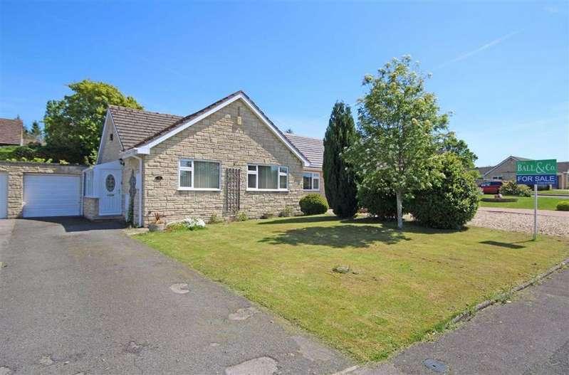 2 Bedrooms Semi Detached Bungalow for sale in Gable Point, Woodmancote, Cheltenham, GL52