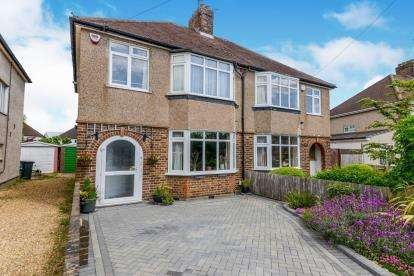 3 Bedrooms Semi Detached House for sale in Westfield Avenue, Watford, Hertfordshire