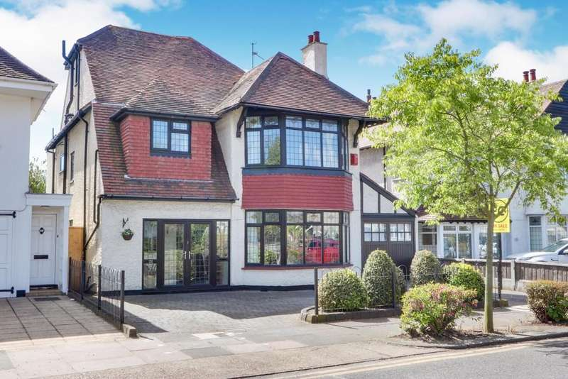 5 Bedrooms Detached House for sale in The Ridgeway, Westcliff-on-Sea