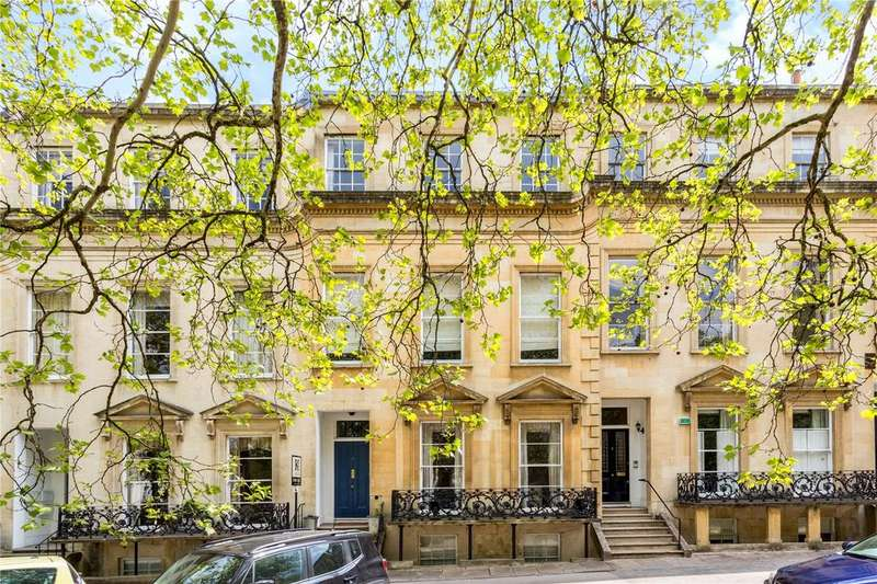 3 Bedrooms Penthouse Flat for sale in Royal Parade, Cheltenham, Gloucestershire, GL50