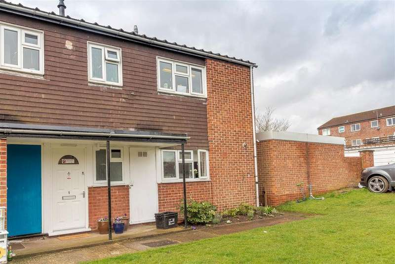 2 Bedrooms Maisonette Flat for sale in Crest Close, Ruscombe, Reading