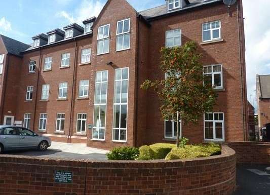 2 Bedrooms Flat for sale in Eastgate, Macclesfield
