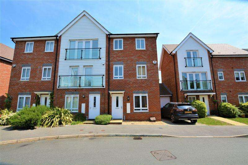 4 Bedrooms Terraced House for sale in Chadwick Road, Langley SL3