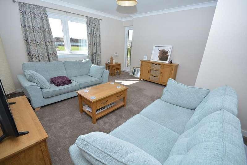 3 Bedrooms Duplex Flat for sale in Warwickhill Road, Kilmarnock, KA1