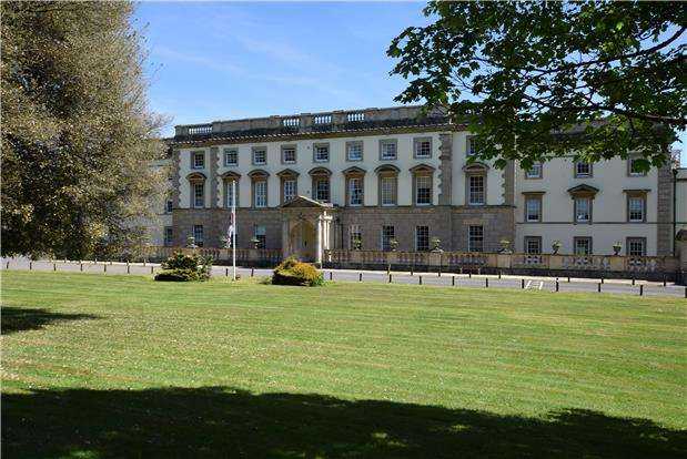 3 Bedrooms Flat for sale in Long Fox Manor, 825 Bath Road, Brislington, BRISTOL, BS4 5RT