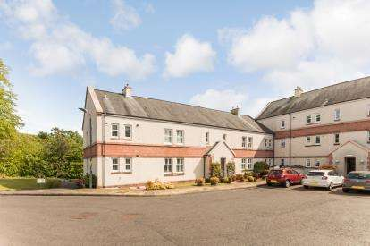 3 Bedrooms Flat for sale in Kelvin Walk, Largs