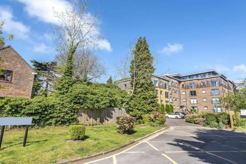 2 Bedrooms Flat for sale in Priory Point, Southcote Lane, Reading, RG30