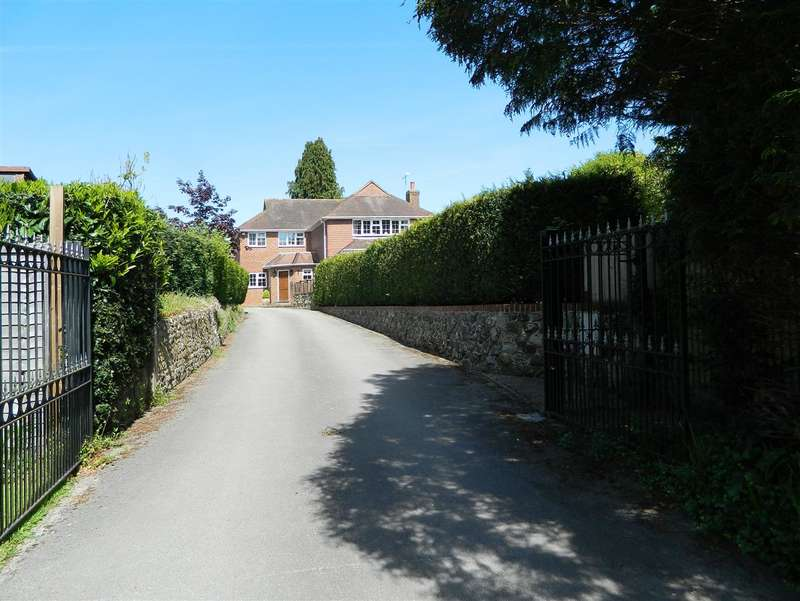 5 Bedrooms Detached House for sale in Petersfield Road, Midhurst