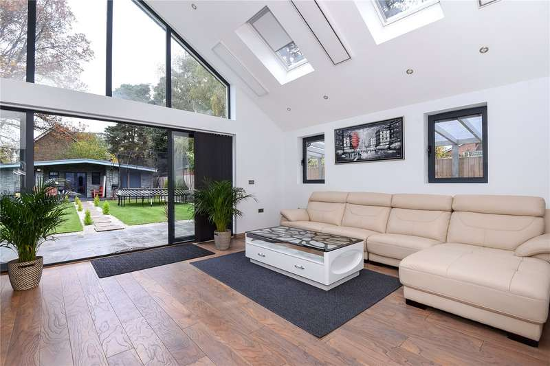 5 Bedrooms Detached Bungalow for sale in Hatch Ride, Crowthorne, Berkshire, RG45