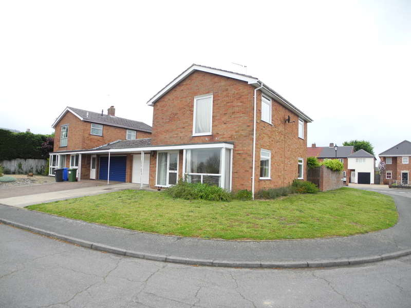 3 Bedrooms Semi Detached House for sale in Rose Hall Gardens, Bungay