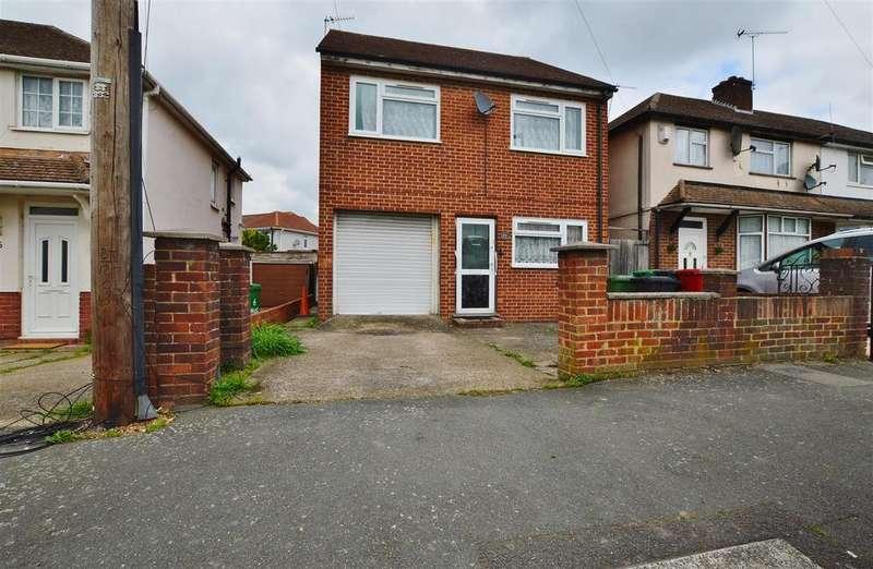 4 Bedrooms Detached House for sale in Hughenden Road, Slough