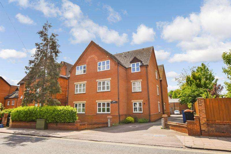 2 Bedrooms Flat for sale in Shakespeare Road, Bedford