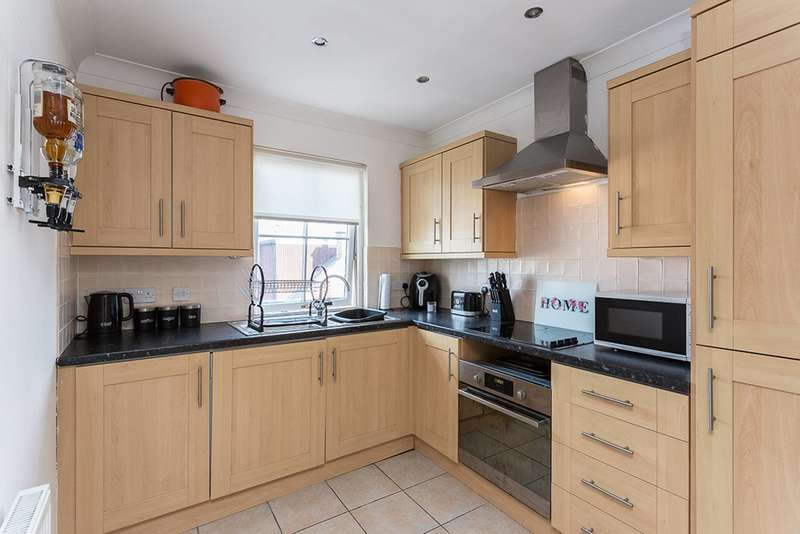 2 Bedrooms Semi Detached House for sale in Arbroath Road, Carnoustie, Angus, DD7 6BL