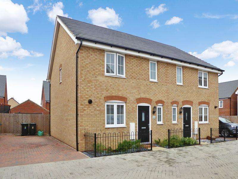 3 Bedrooms Semi Detached House for sale in Cavell Mews, Bedford