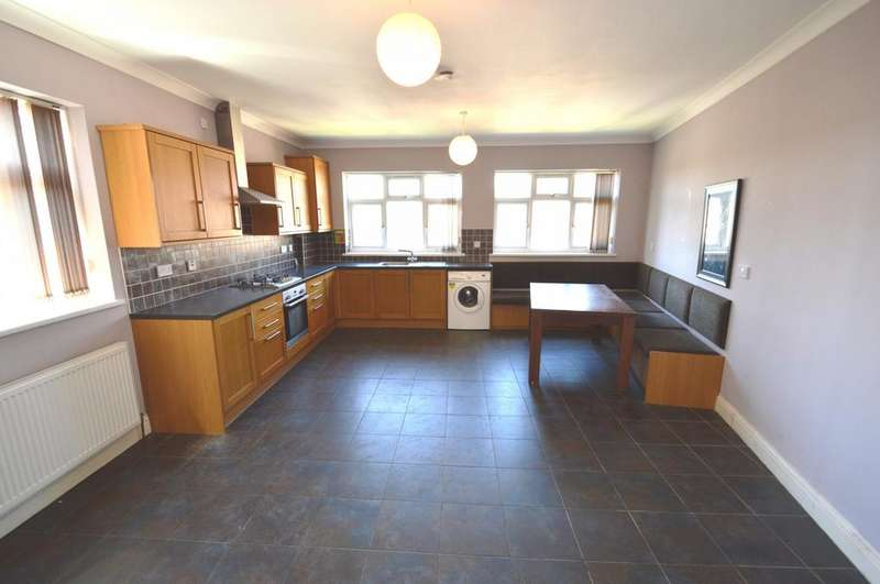 3 Bedrooms Flat for rent in Lessness Avenue, Bexleyheath, DA7