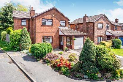 4 Bedrooms Detached House for sale in Whitsundale, Westhoughton, Bolton, Greater Manchester, BL5