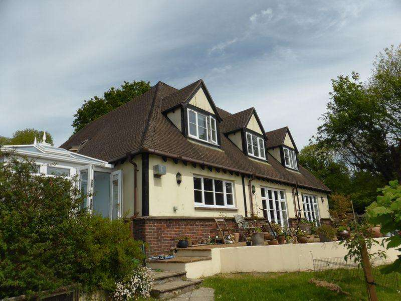 5 Bedrooms Detached House for sale in Bodmin Hill, Lostwithiel