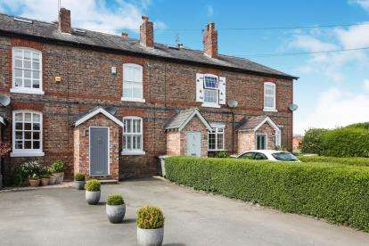 2 Bedrooms Terraced House for sale in Mount Pleasant, Alderley Edge, Cheshire, Uk