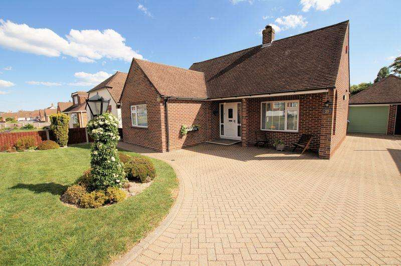 2 Bedrooms Detached Bungalow for sale in The Spinney, Down End, Fareham, PO16
