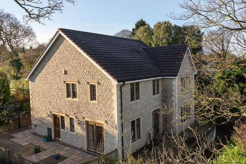 4 Bedrooms Detached House for sale in Superb modern home, paddock and stabling