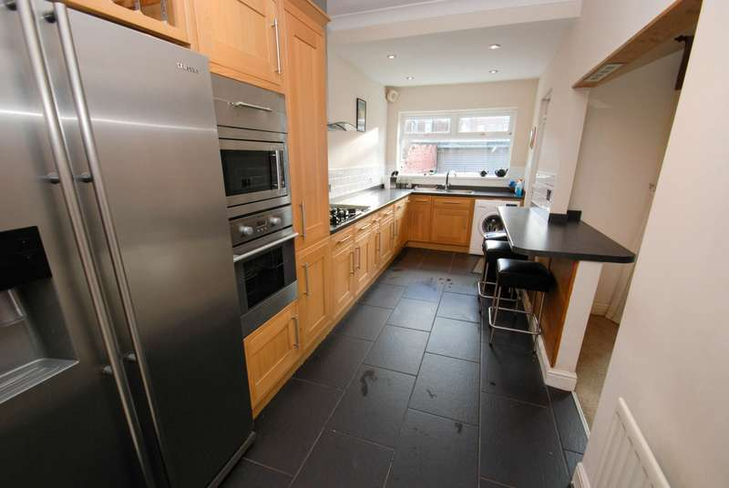 3 Bedrooms Terraced House for sale in Osborne Avenue, South Shields