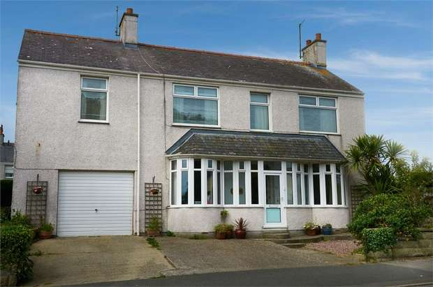 5 Bedrooms Detached House for sale in Kingsland Road, Holyhead, Anglesey