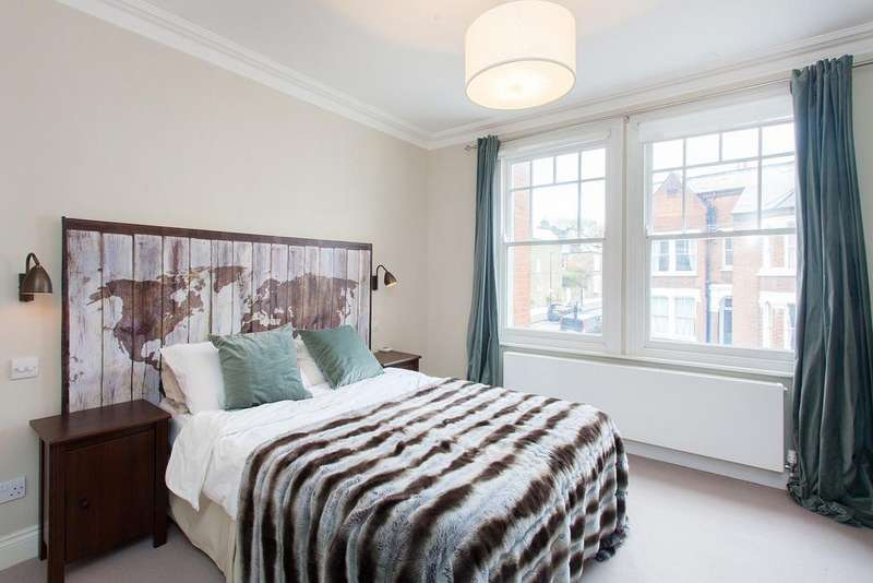 5 Bedrooms Terraced House for sale in Brayburne Avenue, Clapham North, SW4