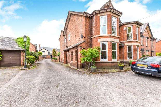 3 Bedrooms Semi Detached House for sale in Booths Hill Road, Lymm, Cheshire