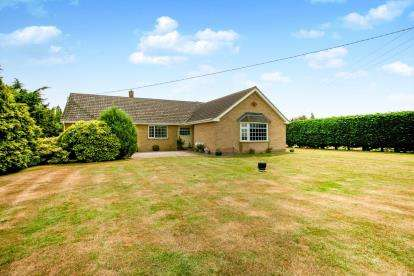 4 Bedrooms Bungalow for sale in Manea, March, Cambridgeshire