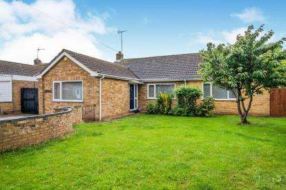 3 Bedrooms Bungalow for sale in Upton Close, Stanground, Peterborough, Cambridgeshire