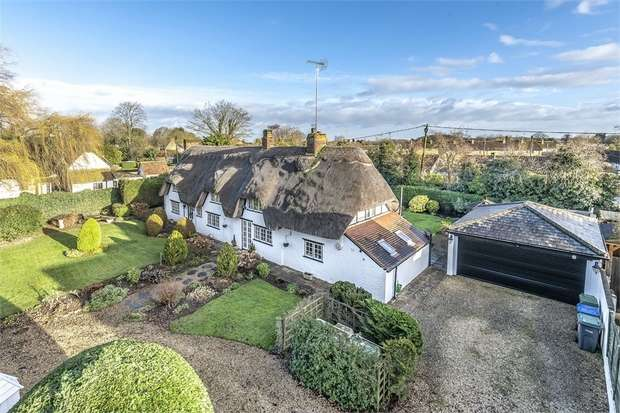3 Bedrooms Detached House for sale in The Green, Lyneham, Chippenham, Wiltshire