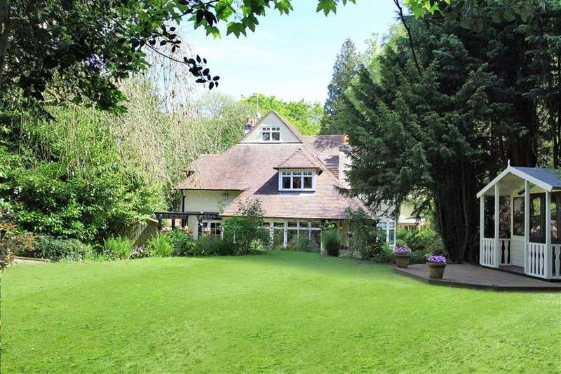 4 Bedrooms Detached House for sale in The Oval, Oadby, Leicester