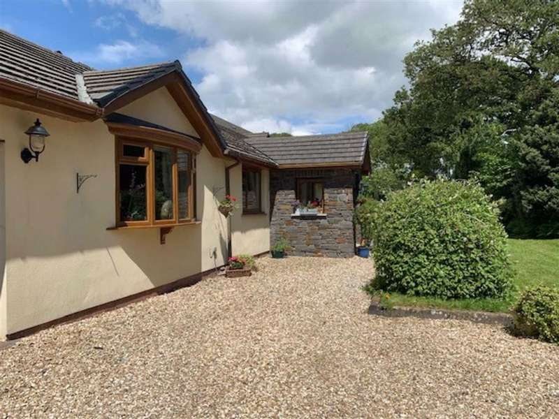 4 Bedrooms House for sale in Johnstown, Carmarthen