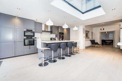 3 Bedrooms End Of Terrace House for sale in Ilford, Essex, United Kingdom