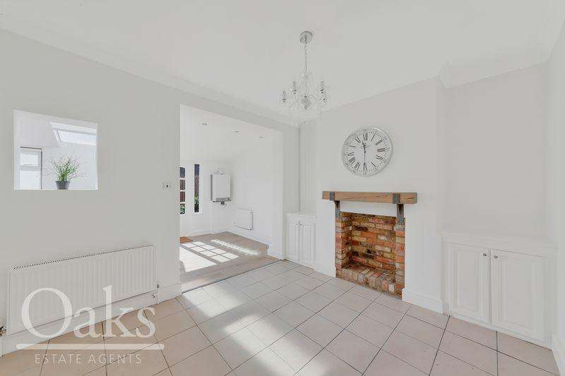3 Bedrooms Terraced House for sale in Acacia Road, London