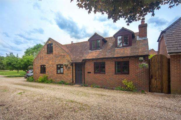 4 Bedrooms Detached House for sale in The Common, Silchester, Reading