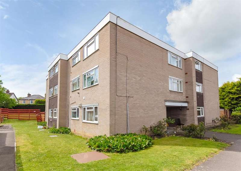 2 Bedrooms Flat for sale in Boarlands Close, Cippenham