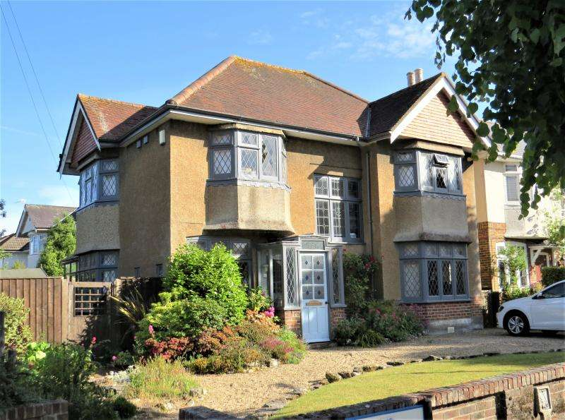 4 Bedrooms Detached House for sale in Character Family Home