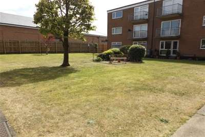 2 Bedrooms Flat for rent in Heyhouses Court, Lytham St.Annes