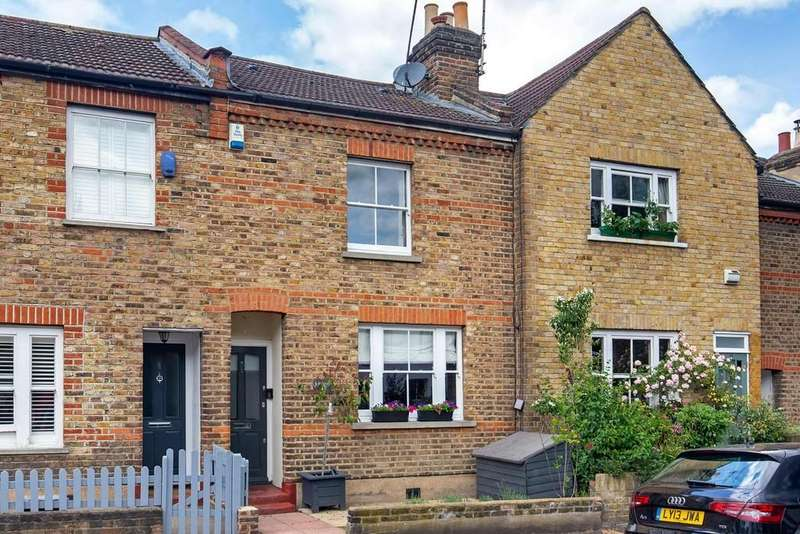 3 Bedrooms Cottage House for sale in Cowley Road, Wanstead