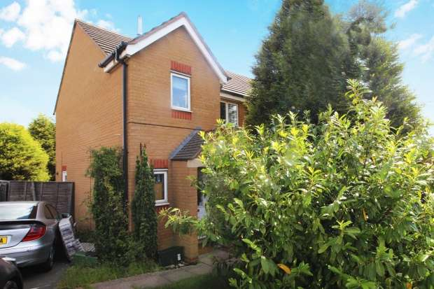 3 Bedrooms Semi Detached House for sale in Bromwich Close, Leicester, Leicestershire, LE3 3RT