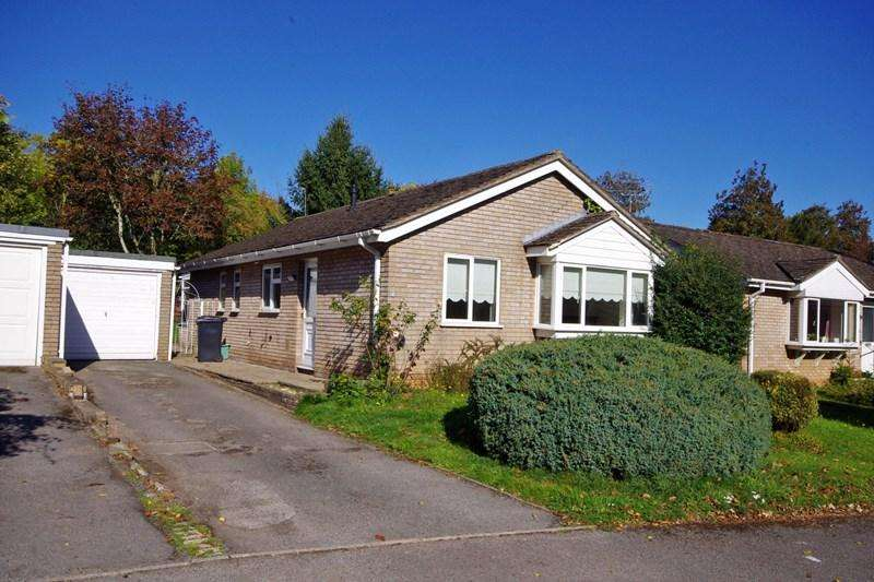 3 Bedrooms Bungalow for sale in Lakeside, Newent, Gloucestershire, GL18